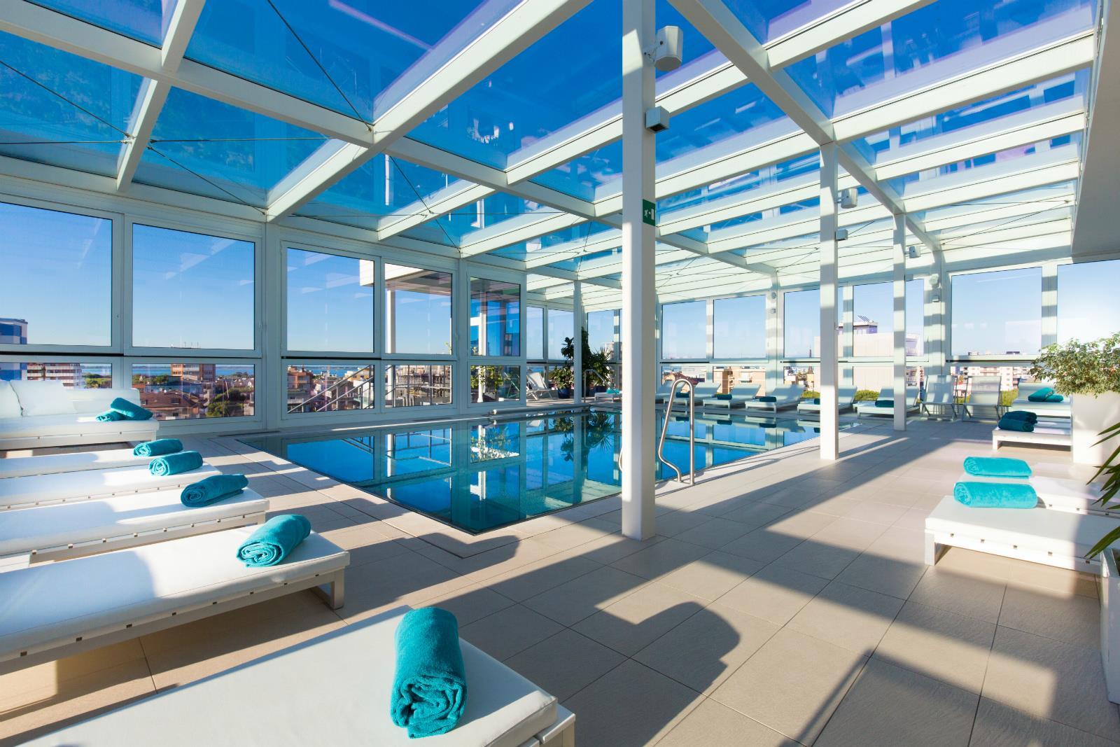 Hotel a 4 stelle a lignano a soli 40 metri dalla spiaggia - Albergo con piscina in camera ...