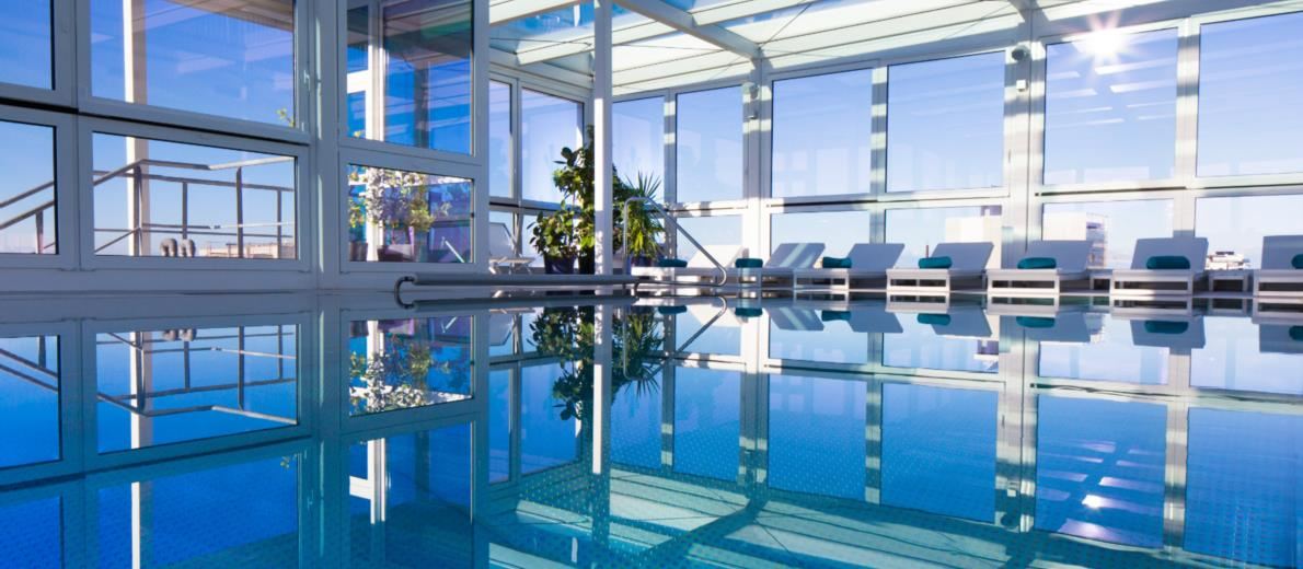 Vista mozzafiato dalla piscina con idromassaggio dell'hotel